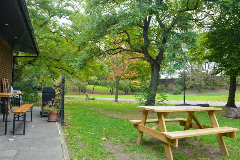 festa-outside-park-min