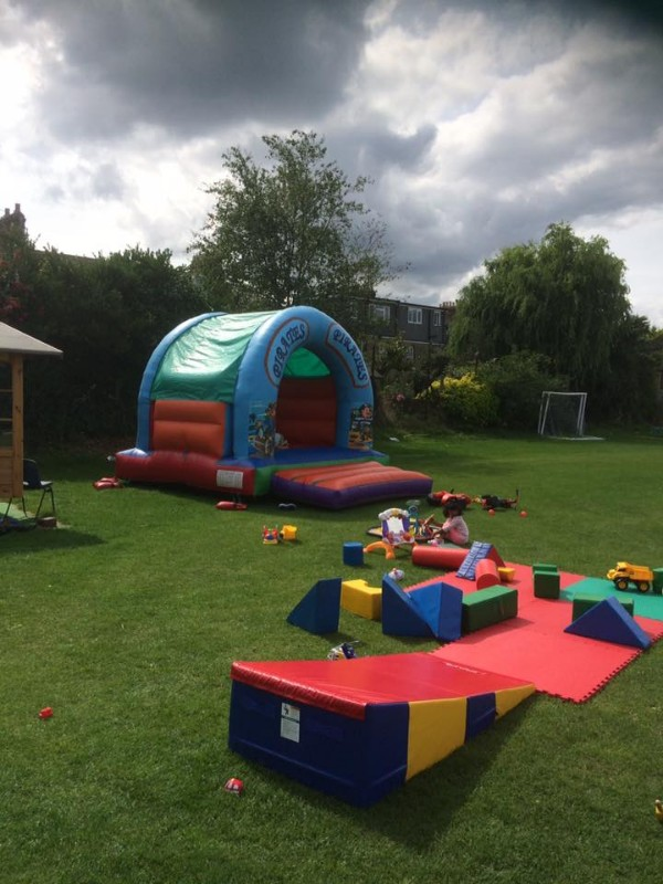 Abbotshall-bouncy-castle